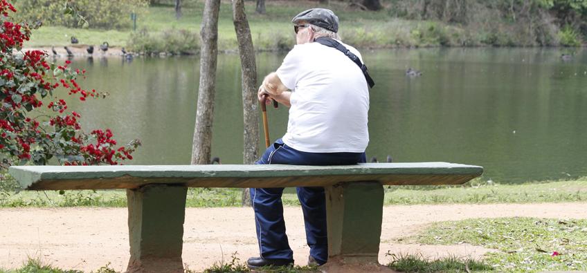 A neuroinflamação, comum em idosos, está ligada às doenças neurodegenerativas - Foto: Marcos Santos / USP Imagens