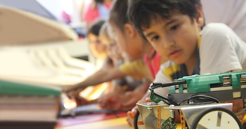 Ação, diversão e aprendizado andam juntos nas aulas de robótica